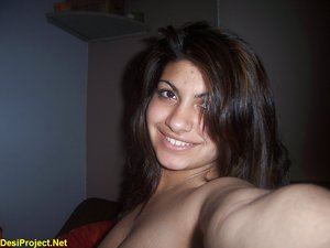 Selfshot Pakistani Girl Nude from London