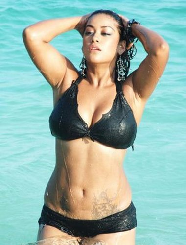 Mumaith Khan Exposes Wet Boobs And Back In Tight Black