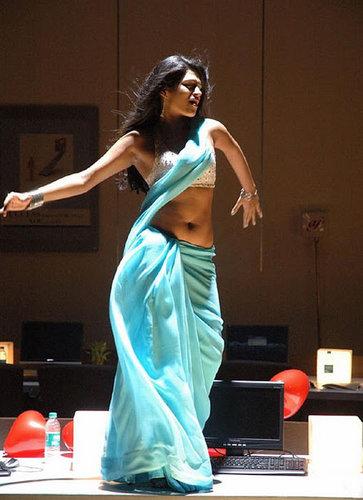 Sharddha Das Expose Navel And Armpits Cleavage