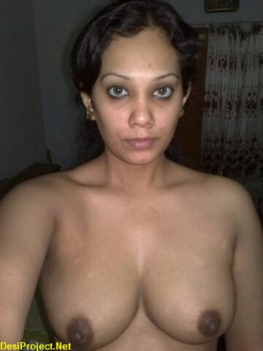 Pakistani Wife Showing Boobs