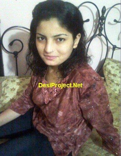 Karachi Girl Showing Boobs