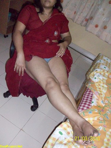 Hot Red Saree Aunty Nude