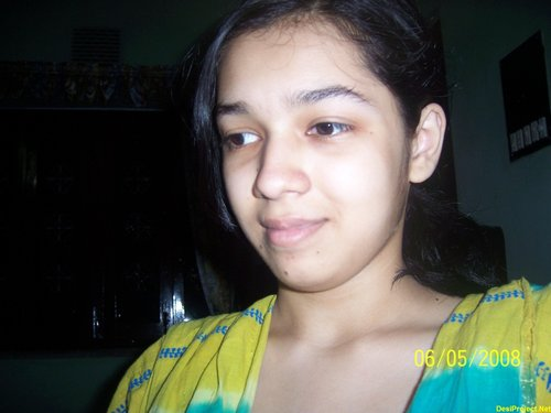 Paki Girl Showing Boobs and Shaving Her Vertical Lips