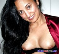 bhabhi ki nangi chut aur boobs ki photos – Nude Indian sexy bhabhi Pictures