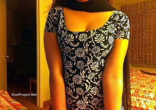 Selfshot Pakistani GirlFriend in Shalwar Kameez Showing Boobs